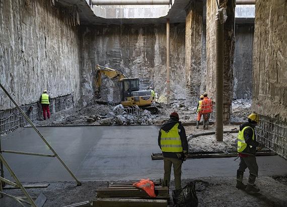 Wylano beton na najniższym poziomie przyszłej stacji metra Bródno [ZDJĘCIA]