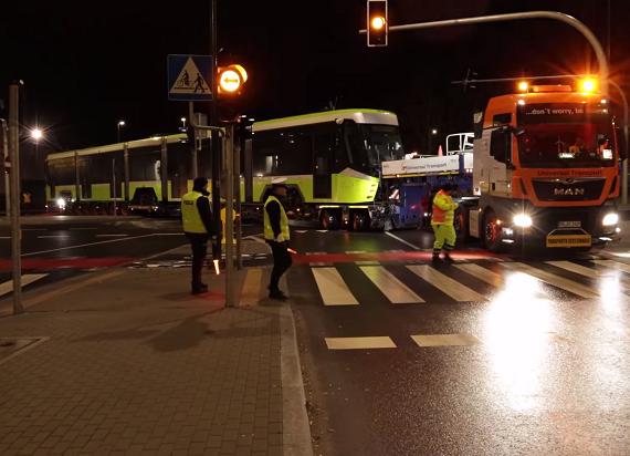 Turecki tramwaj już w Olsztynie. Transportowano go dwa tygodnie [WIDEO]