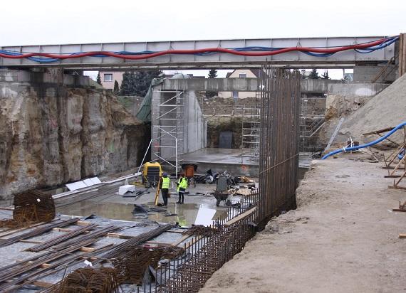 Kobylnica: Kolejny wiadukt nad torami w Wielkopolsce zwiększy bezpieczeństwo