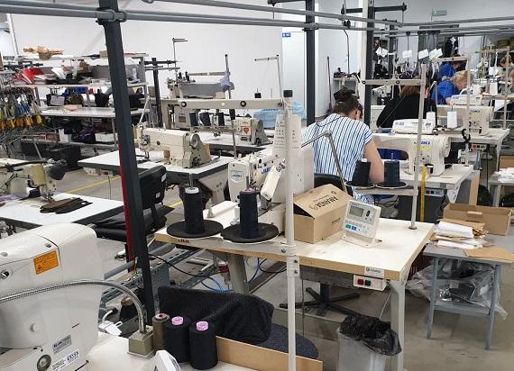 Modus – firma produkująca mundury dla Kolejarzy rozpoczęła produkcję bezpłatnych maseczek