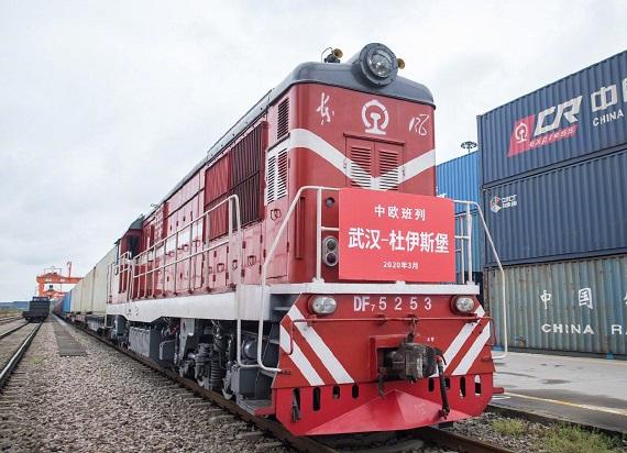 Z Wuhan wyruszył pociąg do Niemiec. Przewiezie 166 ton sprzętu medycznego
