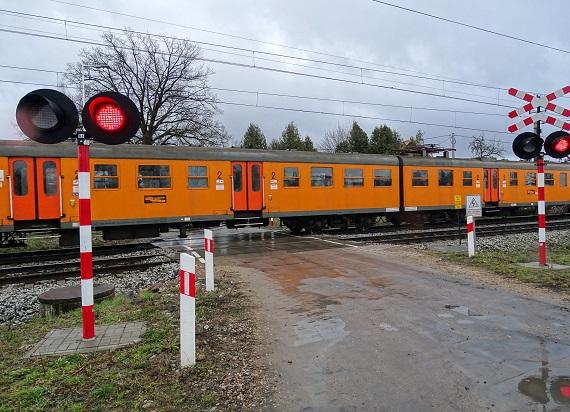 Związkowcy chcą spowolnić pociągi na przejazdach do 20 km/h. Wszczęto dialog społeczny