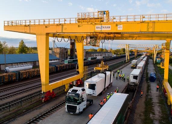PKP Cargo zrealizowało pierwszy w historii transport naczep na trasie Niemcy – Polska – Litwa