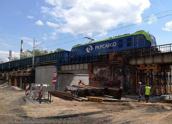 Wrocław Szczepin: Nowy przystanek umacnia się obok pociągów [ZDJĘCIA]