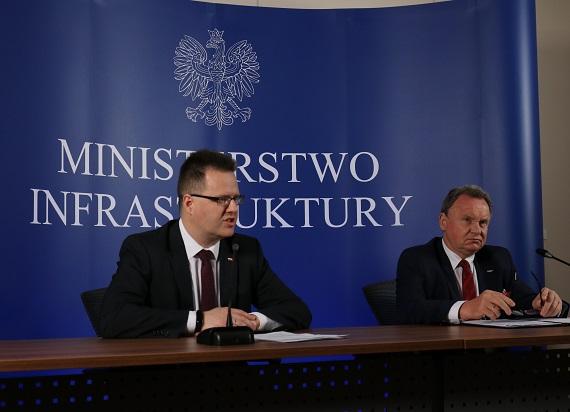 PLK podpisały dwie umowy na modernizację dwóch mazowieckich linii kolejowych
