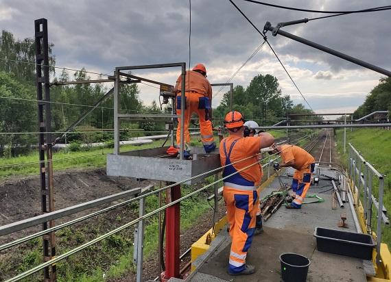 3 czy 25 kV – jaki system zasilania dla kolei w Polsce?
