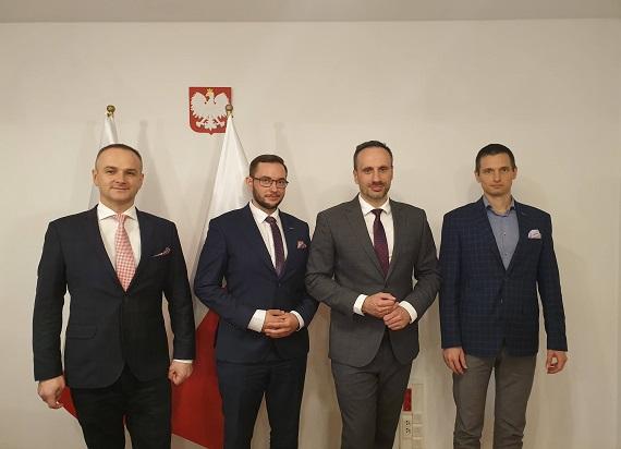 """Minister Janusz Kowalski zadeklarował otwartość na współpracę z Klastrem """"Luxtorpeda 2.0"""""""