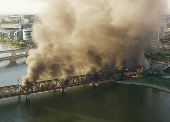 Katastrofa kolejowa w USA: Zawalił się most pod wykolejonym pociągiem