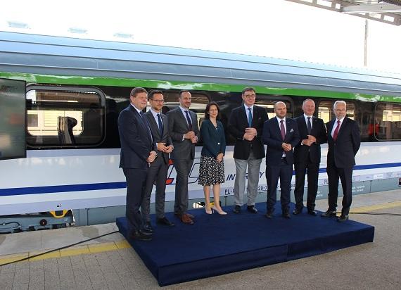 Flota PKP Intercity bogatsza o 83 unowocześnione wagony [ZDJĘCIA]