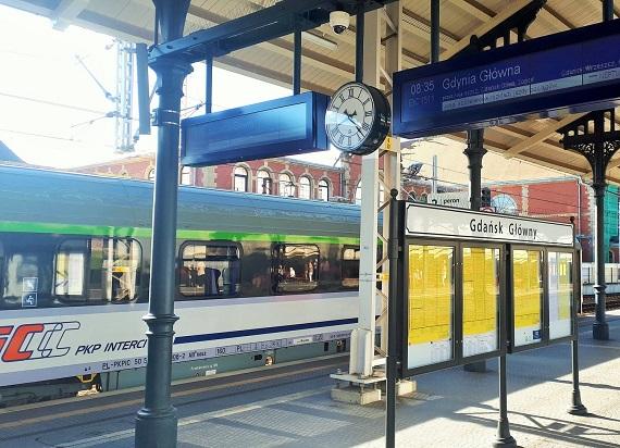 Stacja Gdańsk Główny zachęca do wakacyjnych podróży koleją