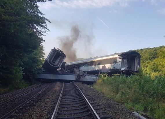 Katastrofa kolejowa w Szkocji. Osunęła się ziemia pod torowiskiem