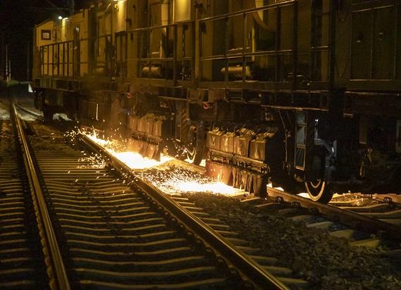 Specjalny pociąg wyszlifował szyny na odcinku Działdowo – Olsztynek [ZDJĘCIA]