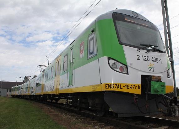 39 EN57 AL Kolei Mazowieckich trafi do ZNTK Mińsk Mazowiecki na P4