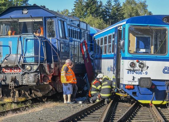 Czechy: Zderzenie pociągu pasażerskiego z pojazdem technicznym. Kilkanaście osób rannych