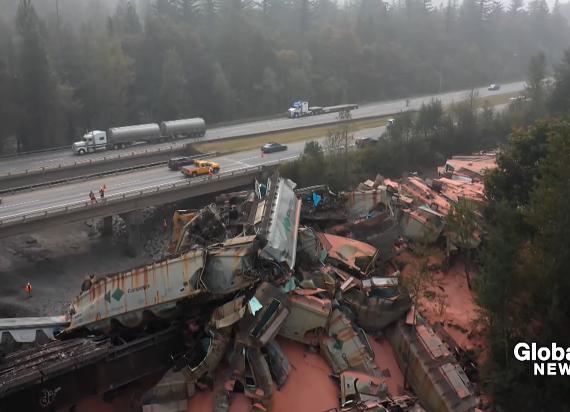 Kanada: Ogromne wykolejenie 60 wagonów przewożących potaż [WIDEO]