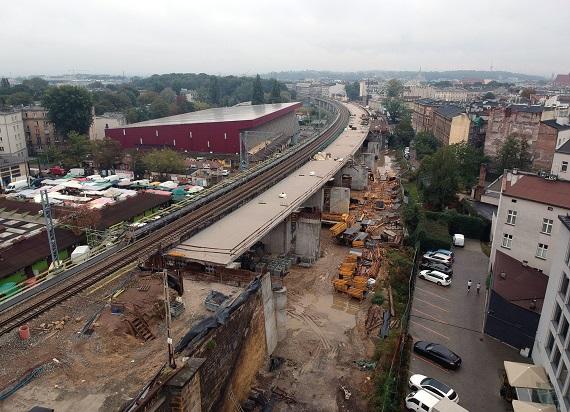 Tereny pod nowymi estakadami kolejowymi w Krakowie będą zagospodarowane
