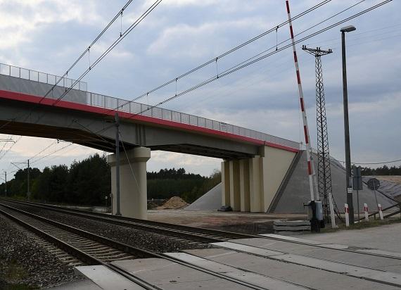 PLK: Bezkolizyjne skrzyżowania na CMK – bezpieczniejsze podróże koleją i drogą