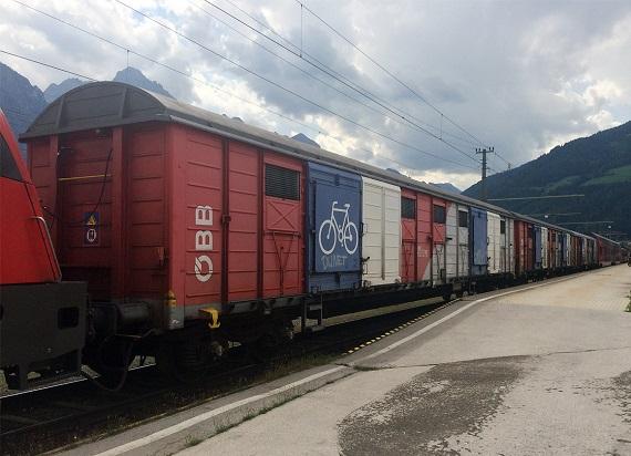 Wykorzystanie krytych wagonów towarowych w przewozach pasażerskich