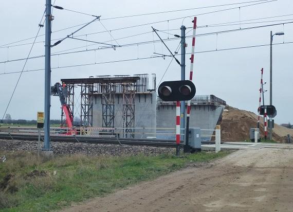 PLK przygotowują CMK do prędkości 250 km/h. Budowa dwóch nowych wiaduktów na półmetku
