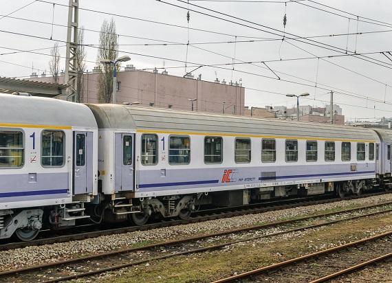 PKP Intercity otrzymało dwie oferty na modernizacje wagonów 111A/112A Lux