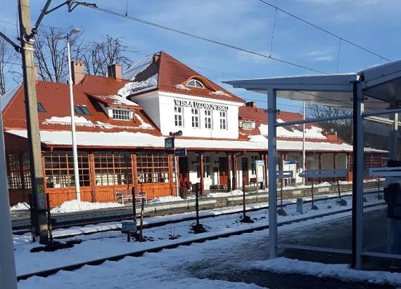 Koniec z pociągami do Wisły – wracają zastępcze autobusy. PLK: Do końca roku