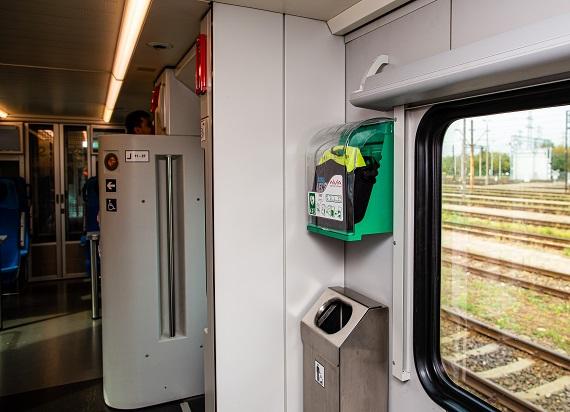 PKP Intercity zamontuje defibrylatory AED na pokładach wszystkich pociągów FLIRT