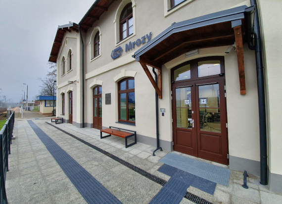 Odrestaurowany dworzec w Mrozach już otwarty