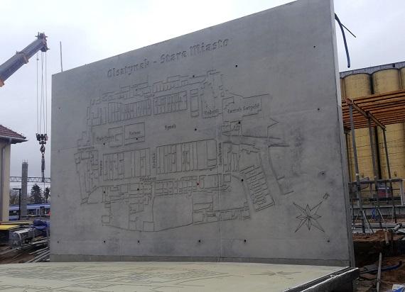 Dwa 35-tonowe reliefy ozdobią dworzec w Olsztynku