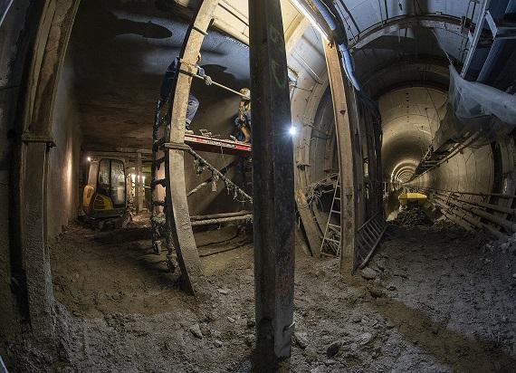 Metro Warszawskie: Trwa przekuwanie połączenia międzytunelowego na odcinku między stacjami Bródno i Kondratowicza