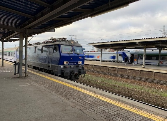 """Szacunkowo o 40% mniej pasażerów w 2020 roku. UTK przygotował już 300 """"covidowych"""" raportów"""