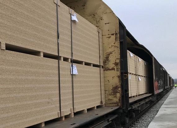 Z bocznicy kolejowej w Biskupcu odjechał pierwszy pociąg z gotowymi produktami