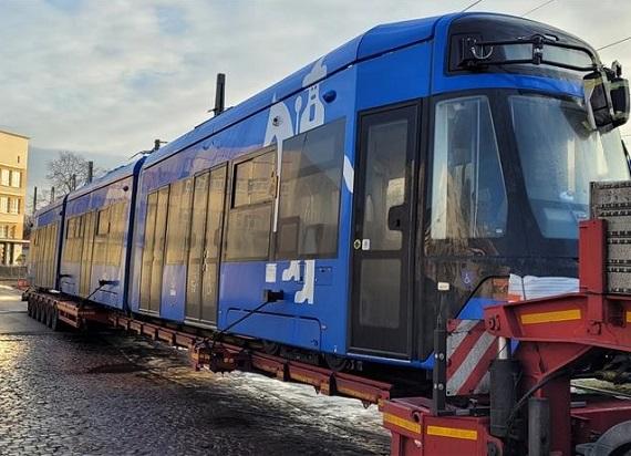 Do Krakowa dotarł drugi Lajkonik, który pojedzie bez sieci trakcyjnej