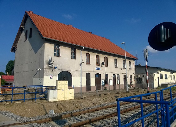 PLK: Lepszy dostęp do kolei i estetyczniej na pomorskich stacjach i przystankach