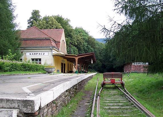 """21 lat od """"ostrego cięcia"""" polskiej kolei. Do dzisiaj walczymy z jego następstwami"""