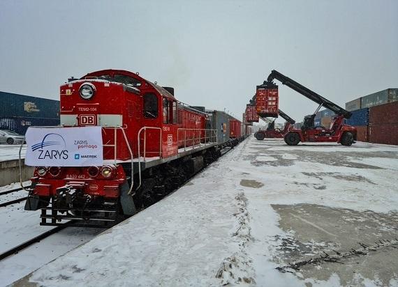 Dwa pociągi pełne sprzętu medycznego dotarły do Polski z Chin