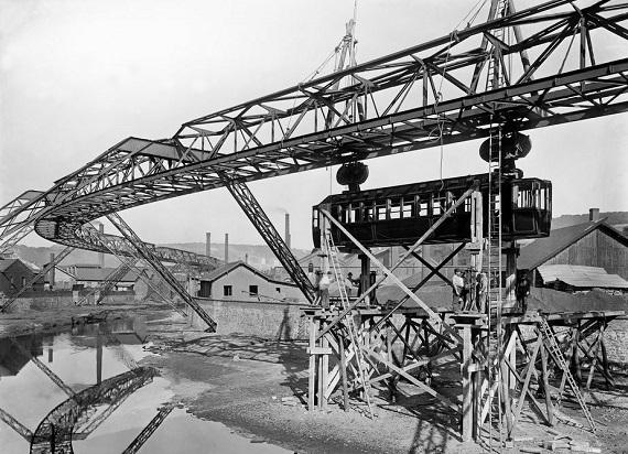 120 lat temu uruchomiono Wuppertaler Schwebebahn – najdłuższą kolej podwieszaną na świecie