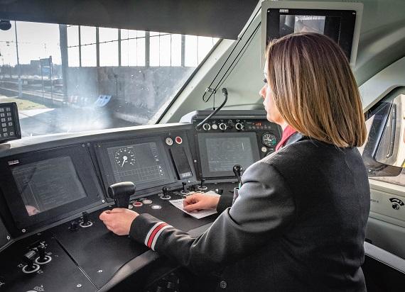 Coraz więcej płci żeńskiej na kolei! Już 61 kobiet może prowadzić pociągi