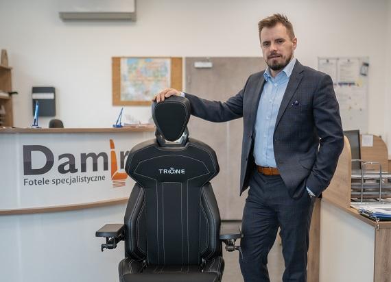 Fotel dla maszynisty ma być bezpieczny i komfortowy. Wywiad z Prezesem firmy Damiro