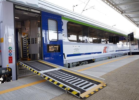 PKP Intercity ma już pierwsze wagony COMBO – to pierwszy tego typu pojazd w Polsce [ZDJĘCIA 360°]